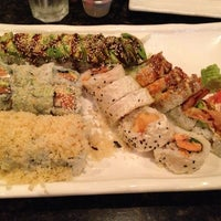 Photo taken at Sushi Hana Japanese Kitchen by Dat L. on 10/14/2012