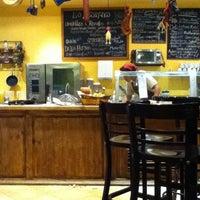 Foto tomada en Boca 21 Deli por Wal M. el 12/23/2012