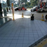 Photo taken at Caltex by ㄙㄘㄚㄏㄙㄡ on 12/16/2015