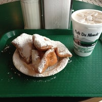 Photo taken at Café Du Monde by Billy C. on 1/2/2013