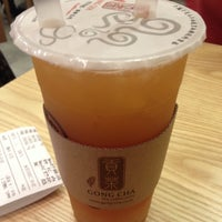 Photo taken at 貢茶(공차) / GONG CHA by 오 블. on 10/29/2013