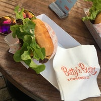 Das Foto wurde bei Betty's Burgers von Gemi Sakinu Z. am 9/2/2017 aufgenommen