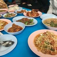 Photo taken at ร้านอาหาร 3 ภาค by Kletdoaw B. on 7/13/2017