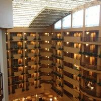 Foto diambil di Embassy Suites by Hilton Portland Airport oleh Evan[Bu] pada 1/31/2013