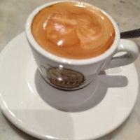 Foto tomada en Café Verona por Rodolfo D. el 1/26/2013