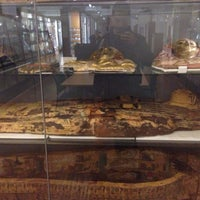 Photo taken at Petrie Museum of Egyptian Archaeology by Carles R. on 5/20/2016