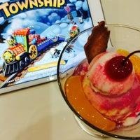 Photo taken at Jasmine Ice Cream & Pastries by Rakhma F. on 12/28/2014