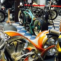Das Foto wurde bei Thunderbike Harley-Davidson von 🖕🏽 ŞeMo 🖕🏽 am 3/10/2017 aufgenommen