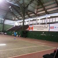 Foto diambil di Lapangan Tennis Lumintang oleh Kamm H. pada 5/15/2014