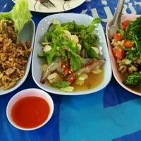 Photo taken at ร้านอาหารบ้านกำนัน by Tigercub 🐯 on 6/2/2017
