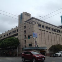 Photo taken at Fifth & Mission / Yerba Buena Garage by Moonjoo P. on 11/20/2012