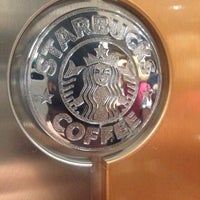 Foto tirada no(a) Starbucks por Marta N. em 6/4/2015