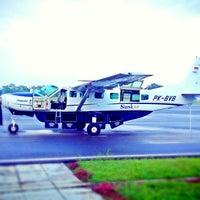 Foto diambil di Bandar Udara Tunggul Wulung (CXP) oleh Tirta P. pada 7/24/2013