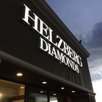 Photo taken at Helzberg Diamonds by Gabriel M. on 9/29/2016