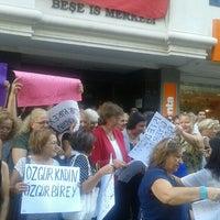 Photo taken at Cumhuriyet Halk Partisi İzmir İl Başkanlığı by Sevda E. on 9/20/2016