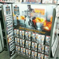 Photo taken at GameStop by Oscar R. on 4/13/2013