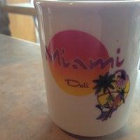10/27/2012 tarihinde André P.ziyaretçi tarafından Miami Deli'de çekilen fotoğraf
