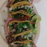 Photo prise au Tacos el Cuñado par Mucsi N. le10/25/2014
