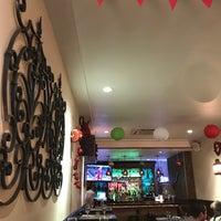 Foto tirada no(a) Two Lizards Mexican Bar & Grill por Himanshu G. em 3/3/2018