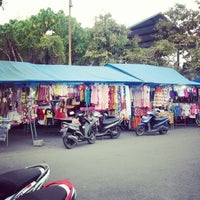 Photo taken at Pasar Senggol BatuBulan by kak N. on 3/29/2014