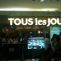Photo taken at TOUS les JOURS by Irvan e. on 1/2/2013