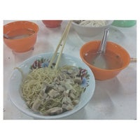 Photo taken at Bakmi Sido Laris by Frederick K. on 4/10/2013
