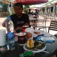 Photo taken at Newton Cluster, Sumarecon by Asrul H. on 2/28/2015