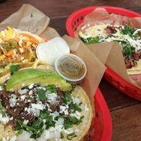 Das Foto wurde bei Torchy's Tacos von Marie C. am 4/25/2014 aufgenommen