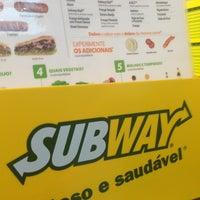 Foto tirada no(a) Subway por Nilton T. em 9/24/2013
