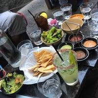 Foto tomada en Machete Tequila + Tacos por Zachariah S. el 8/19/2017