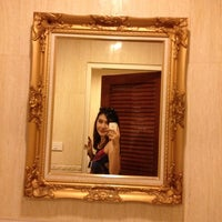 Photo taken at ส้มตำไฮโซ UMZAP by SOm .. on 12/11/2012