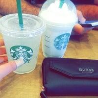 Das Foto wurde bei Starbucks von Seren K. am 5/23/2016 aufgenommen