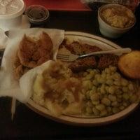 Das Foto wurde bei MacArthur's Restaurant von Precious W. am 12/11/2012 aufgenommen