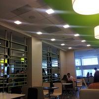 Foto tirada no(a) McDonald's por Shhona R. em 1/19/2013
