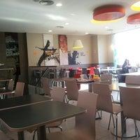 Снимок сделан в Burger King пользователем Shhona R. 9/1/2013