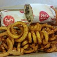 3/25/2015 tarihinde Whitney B.ziyaretçi tarafından Phil's Philly Grill'de çekilen fotoğraf