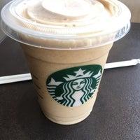Foto tirada no(a) Starbucks por Antonio M. em 3/31/2015