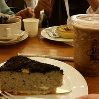 Photo taken at The Coffee Bean & Tea Leaf by Fέnny on 8/14/2016