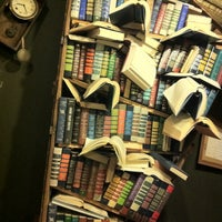Foto tomada en The Last Bookstore  por Stephie L. el 10/12/2012