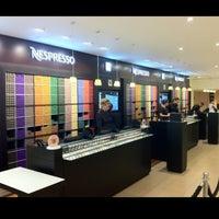 Снимок сделан в Nespresso Boutique пользователем Roy T. 12/22/2012