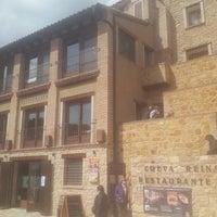 Foto scattata a Restaurante Cueva Reina da José Mari C. il 5/18/2013