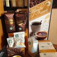 รูปภาพถ่ายที่ Starbucks โดย Elle B. เมื่อ 3/3/2013