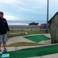 Photo prise au Magic Carpet Golf par Dion T. le12/5/2012