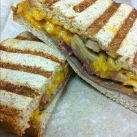 12/4/2012 tarihinde Mac D.ziyaretçi tarafından The Sandwich Guy'de çekilen fotoğraf