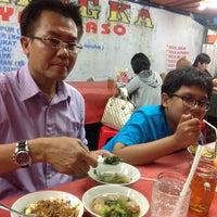 Photo taken at Es/Mie Ayam Bangka by Rika D. on 5/8/2013