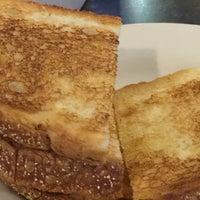 Foto scattata a Mr. Mamas Breakfast and Lunch da Mae R. il 9/5/2018