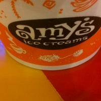 Photo prise au Amy's Ice Creams par Tere Z. le10/22/2012