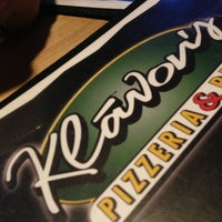 Photo taken at Klávon's Pizzeria & Pub by Rachel B. on 3/26/2013
