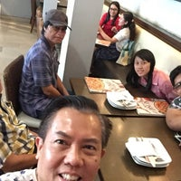 Photo taken at Pizza Hut by Ramdan P. on 8/5/2017