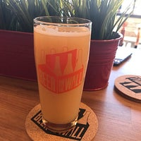Foto tirada no(a) Beer on the Wall por Jason G. em 8/30/2018